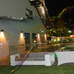 Bulle géante dans soirée au Buz, espace événementiel