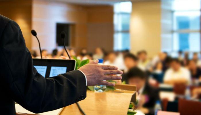 Salle de symposium, présentateur et audience